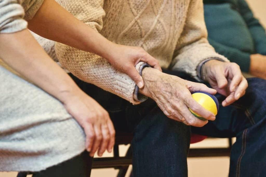 Tipps und Muster für Altenpflegerin Bewerbung => Festanstellung + Ausbildungsplatz + Praktikum.